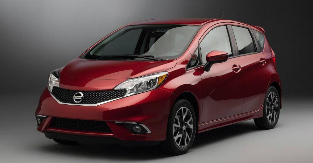 2016 Red Nissan Versa